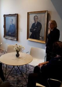 Anne Marie Boorsma tijdens rondleiding in de Koninklijke Schouwburg te Den Haag. Foto: Vera van den Berg